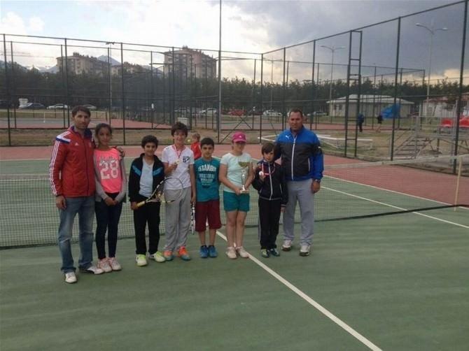 Erzincan Tenis'te İlerliyor