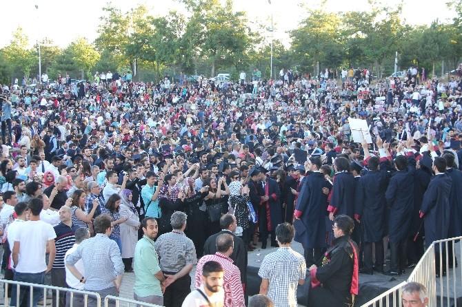 Fırat Üniversitesi'nde Mezuniyet Heyecanı