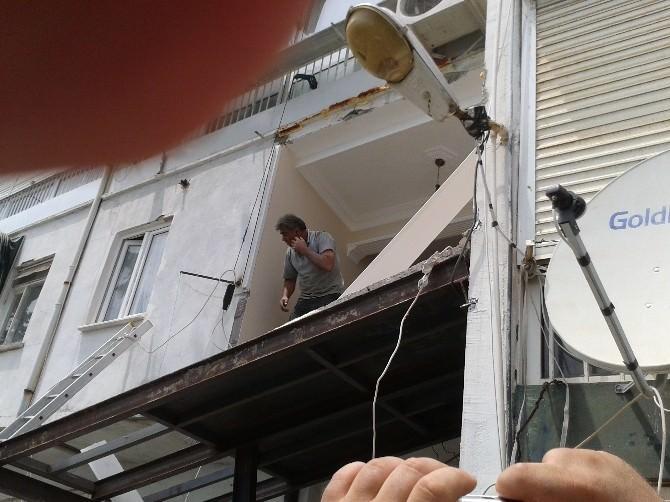 Kaçak Balkon Yıkıldı