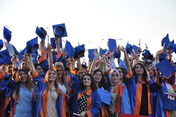 Giresun Üniversitesin'de Mezuniyet Töreni Görkemli Geçti