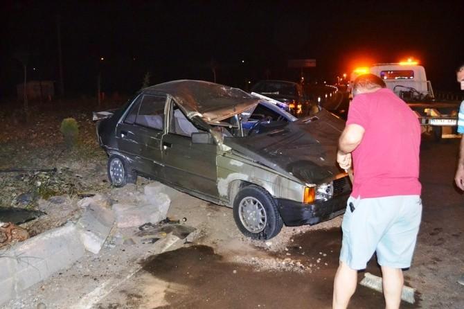 Ayvalık'ta Trafik Kazası 2 Ölü, 8 Yaralı