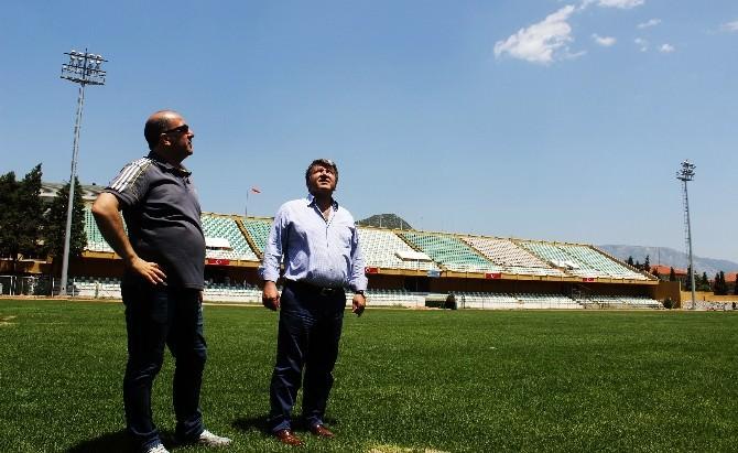 Atatürk Stadı Gece Maçlarına Hazır