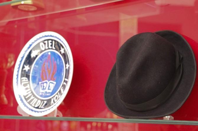 Demirel'in Öğrencilere Hediye Ettiği Şapkası Okulda Sergileniyor
