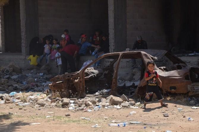 Bazı Suriyeliler Geceyi Park Ve Sokaklarda Geçirdi