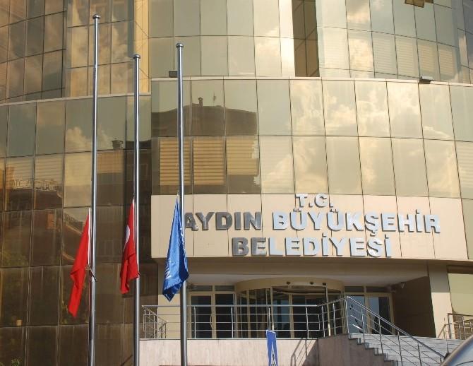 Aydın'da Bayraklar Yarıya İndirildi