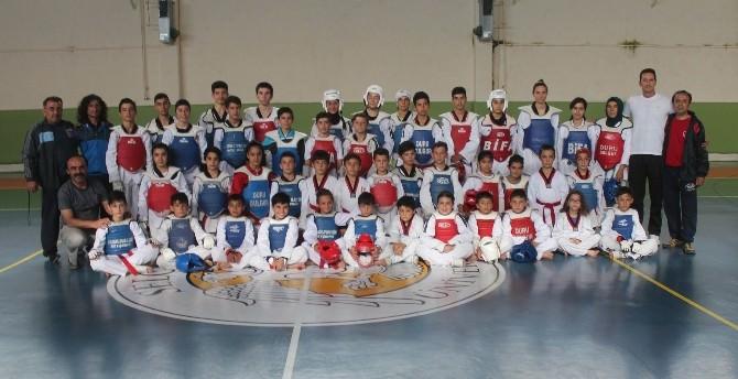 Konya Ve Karamanlı Tekvandoculardan Güç Birliği