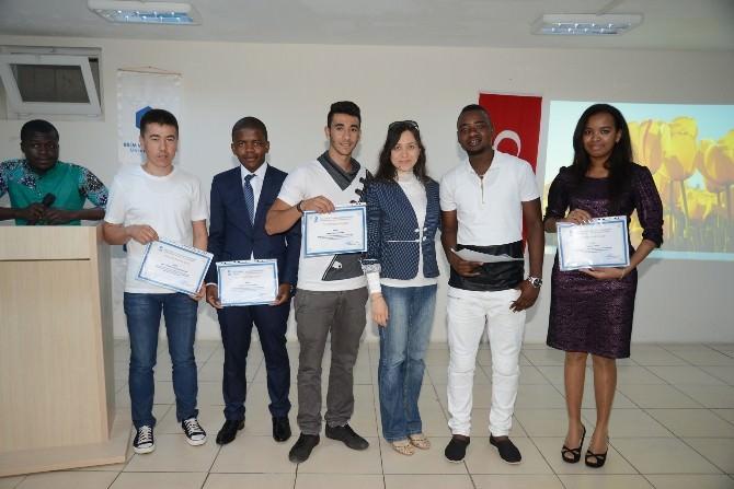 Adana Btütömer'de Çeşitli Ülkelerden 28 Öğrenci Mezun Oldu