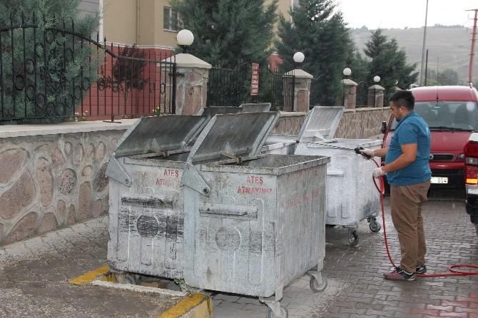 Belediye Çöp Konteynerlerini Dezenfekte Ediyor