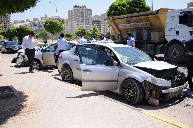 Gaziantep'te Otomobiller Kafa Kafaya Çarpıştı