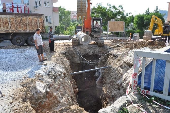 İzmir'de Elektrik Kesintisi Vatandaşları Çileden Çıkardı