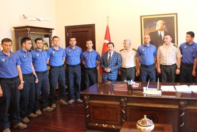 Kayıp Defineciyi Bulan Jak Ekibi Vali Balkanlıoğlu'nu Ziyaret Etti