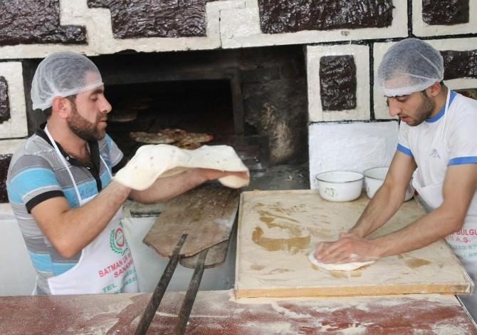 Siirt'te İlk Ramazan Pidesi Çıktı