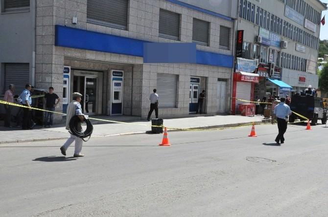 Kentin En İşlek Caddesinde Unutulan Bavul Paniğe Neden Oldu