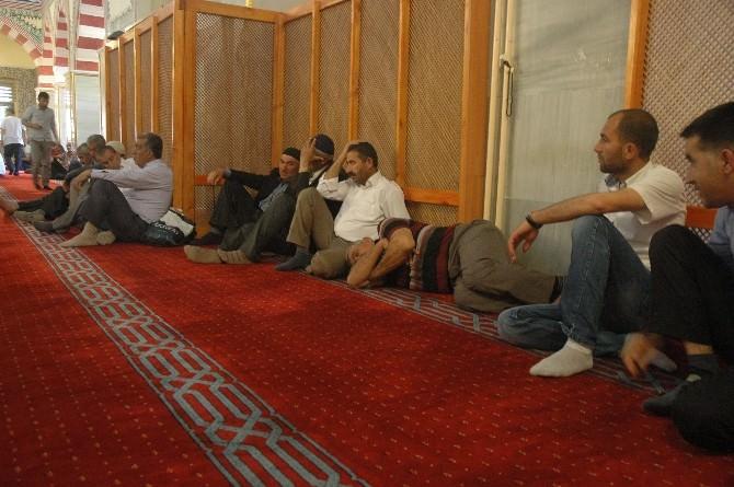 Ramazanın İlk Günü Vatandaşlar Gölgelik Alana Akın Etti
