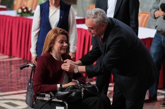 Tekerlekli Sandalyesiyle Meclise Gelip Kaydını Yaptırdı
