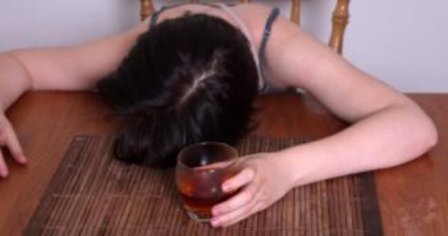 Hindistan'da sahte içkiden 33 kişi öldü, ölü sayısı artabilir