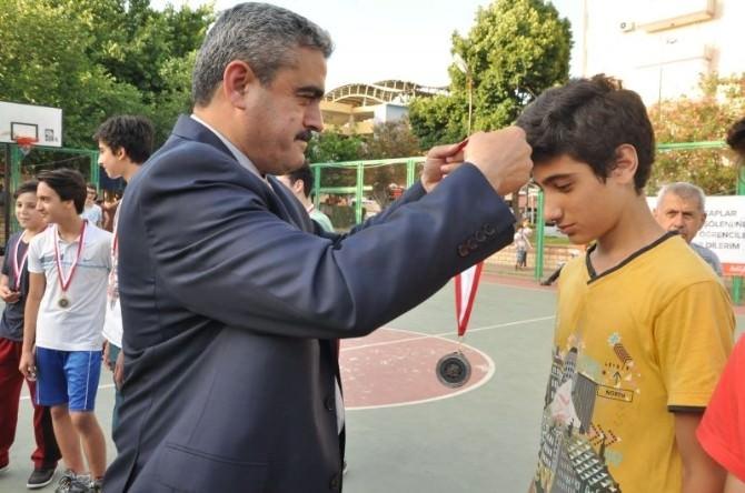 Minik Sincaplar Madalyalarını Başkan Alıcık'tan Aldı
