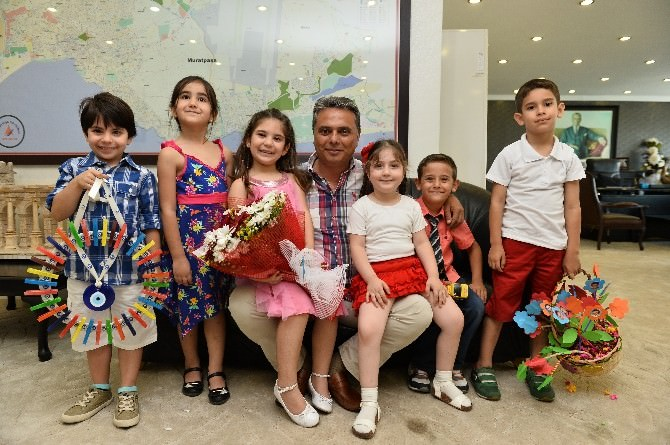 Miniklerden, Başkan Uysal'a Babalar Günü Hediyesi
