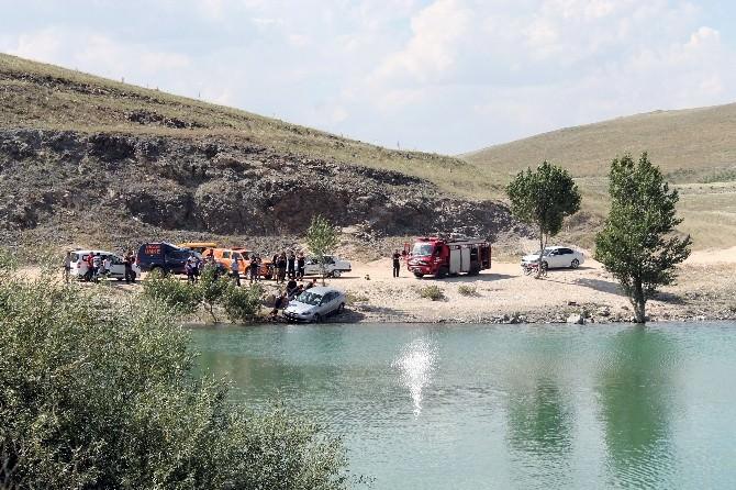 Virajı Alamayan Otomobil Baraja Uçtu