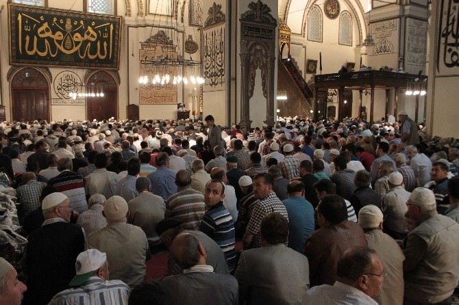Ramazan Ayının İlk Cumasında Ulucami Doldu Taştı