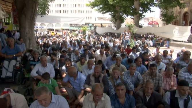 Ramazan'ın İlk Cuma'sında Camiler Doldu Taştı