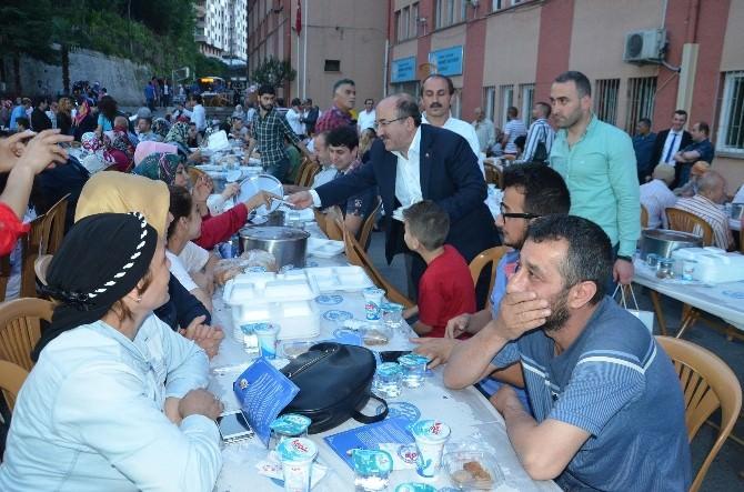 Başkan Gümrükçüoğlu İlk İftarını Yeşiltepeli Vatandaşlarla Birlikte Açtı