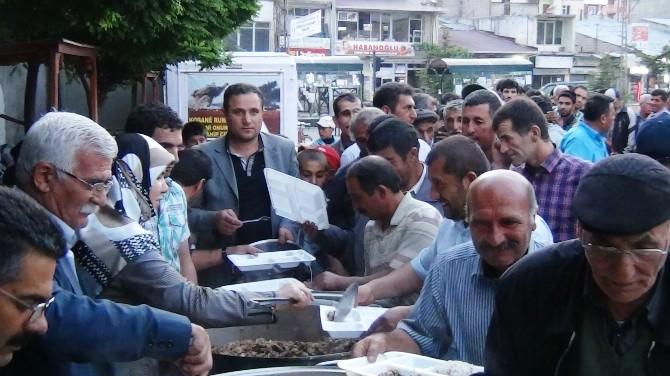Erciş Belediye Eş Başkanları Vatandaşlarla Birlikte İftar Açtı