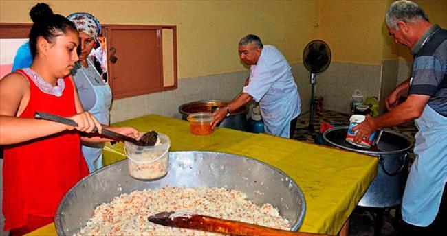 Baba ocağında her gün iftar menüsü dağıtıyor