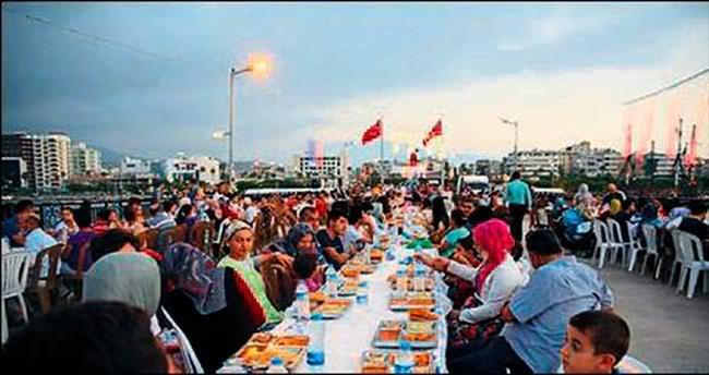 2 bin kişiye iftar sofrası