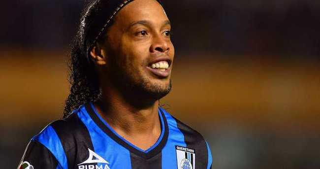 Ronaldinho'dan olay yaratan tweet