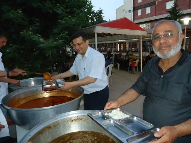 Bolvadin'de 300 Kişi İftarını Birlikte Açtı