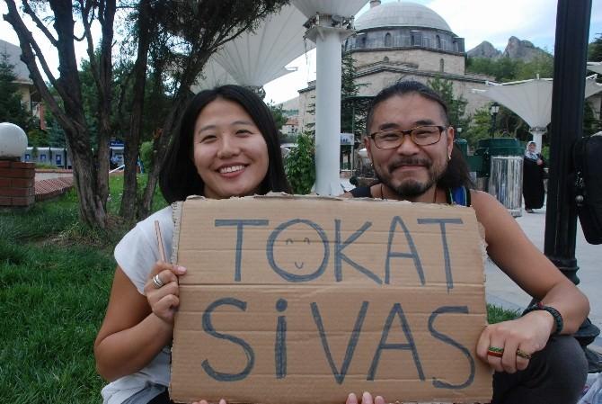 Türkiye'yi Otostop Yaparak Geziyorlar