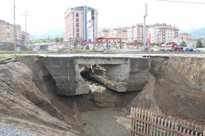 Tosya'da Yağıştan Etkilenen Köprüde Çökme Tehlikesi