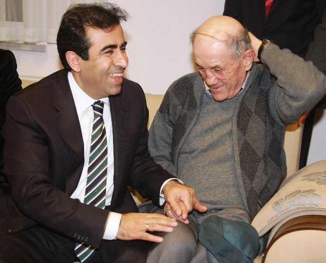 """Vali Güzeloğlu: """"Babalar Saygı Ve Güvenin Sembolüdür"""""""