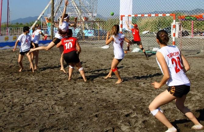 Köyceğiz'de Plaj Hentbol Turnuvası Yapıldı