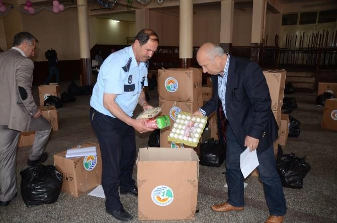 Tuzla Belediyesi'nden Sarıkamış'lı 300 Aileye Ramazan Paketi