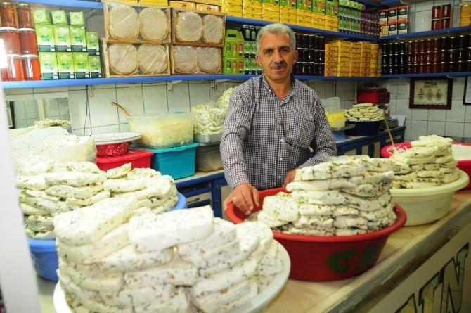 Van'da Otlu Peynirin Fiyatı El Yakıyor