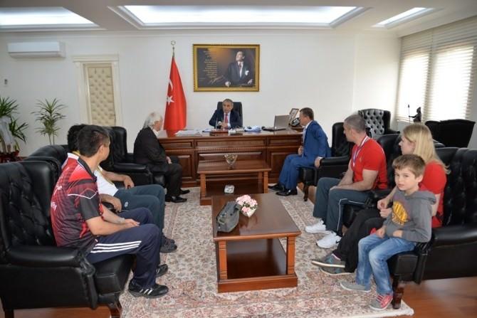 Yalova Valisi Cebiroğlu, Madalya Kazanan Sporcuları Ağırladı