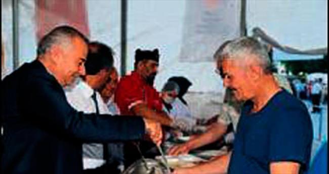 Çadırda 5 bin kişi iftar yaptı