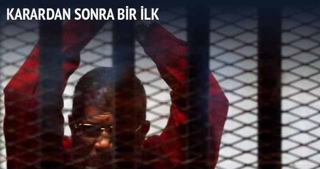 Mursi ilk kez idam mahkumu kıyafetiyle