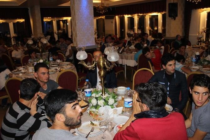 Kayseri Ülkü Ocaklarından Doğu Türkistanlılar Ve Türkmen Ailelere İftar