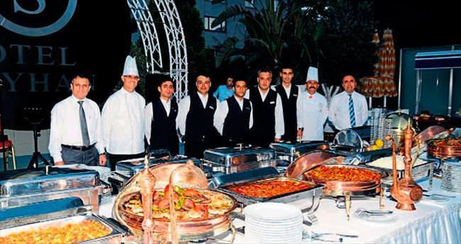 Otel Seyhan'da iftar zamanı