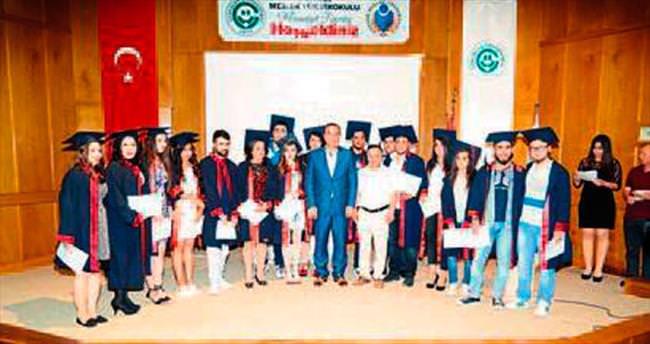 Ceyhanlı gençler diplomalarını aldı