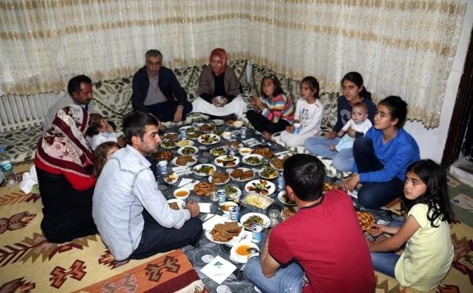 Vali Ataklı Ve Ailesi, İpek Ailesinin İftar Konuğu Oldu