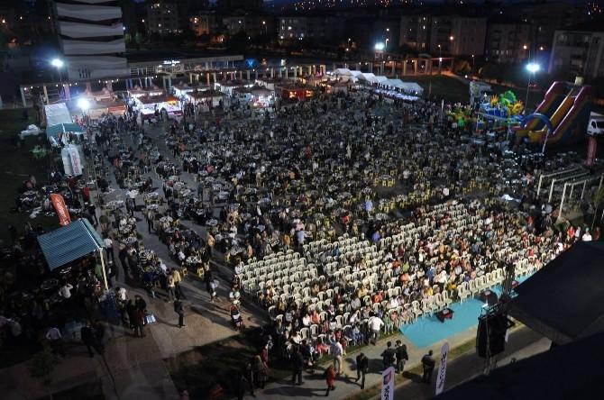 Uşak'ta Binlerce Kişi Birlikte İftar Yaptı