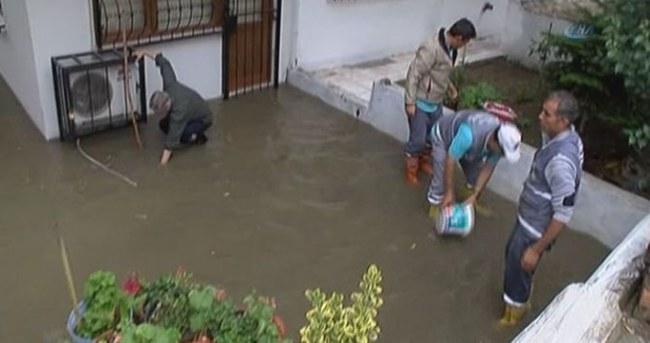 İstanbul'da evleri yağmur suyu bastı