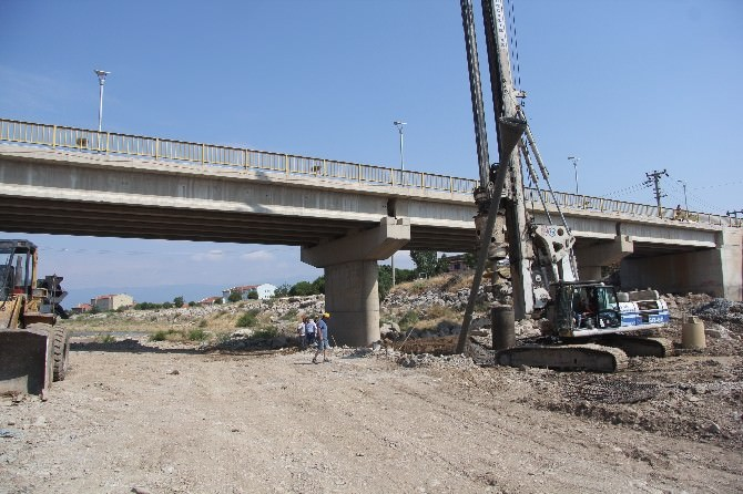 Köprü Yapımı Devam Ediyor