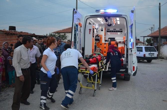 Motosikletle Otomobil Kafa Kafaya Çarpıştı: 1 Yaralı