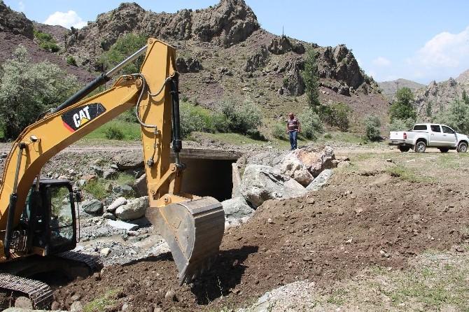 Oltu'da Sel'in Tahrip Ettiği Köprüler Yeniden Yapılıyor