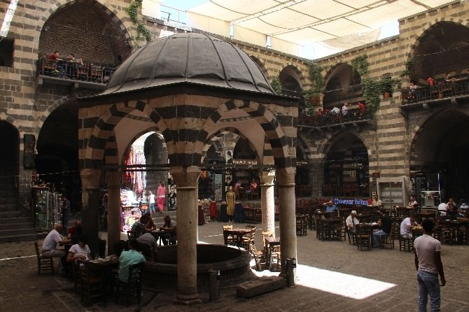 Diyarbakır'da Ayakta Duran Tarihi Yapılar